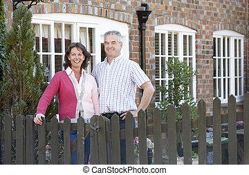 農夫, 以及, 妻子, 站立, 前面, 農舍