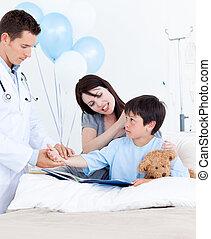迷人, 醫生, 檢查, patient\'s, 手臂
