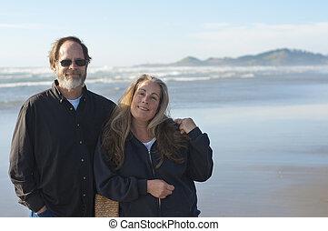退休的 夫婦, 在海灘