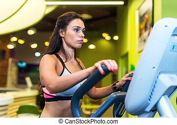 适合, 婦女, 做, 練習, 上, a, 橢圓, trainer.
