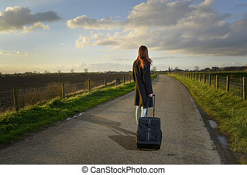 逃亡, 女孩, 站, 带, 她, 小提箱, 在道路上