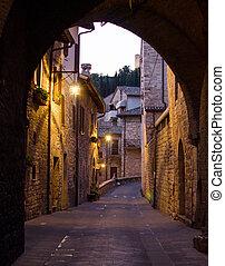 通り, 絵のよう, 中世, 光景, assisi, によって, アーチ, 夜