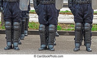 通り, 警察, 提携