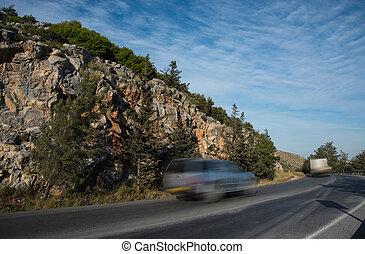 速い, 動くこと, 道, 危ない, 山, 自動車, 曲がった