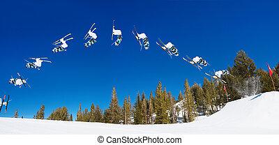 連続, の, スキーヤー, すること, 急進論者, 背部 フリップ, 離れて, ジャンプ