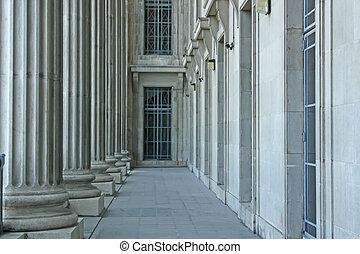 連邦である, 裁判所