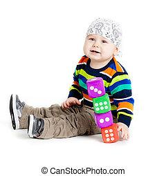 遊び, 子供, わずかしか, 面白い, カップ, おもちゃ, 白, 上に, 赤ん坊, バックグラウンド。