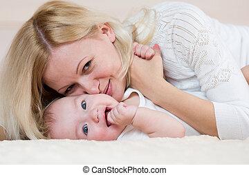 遊び, 屋内, 男の赤ん坊, 母