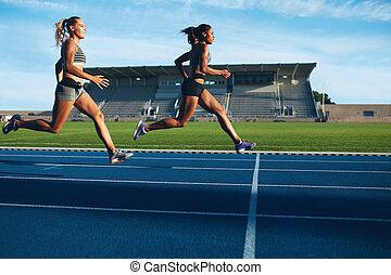 運動員, 到達, 在, 終點線, 上, 跑道