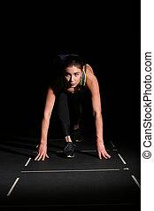 運動, 女, ポジション, 準備ができた, 黒, バックグラウンド。, 操業