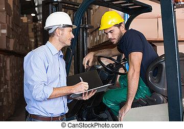 運転手, マネージャー, 話し, フォークリフト, 倉庫