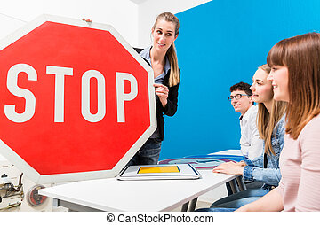 運転, 教師, 説明, 意味, の, 通りは 署名する, へ, クラス