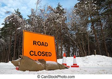 道は 閉まった