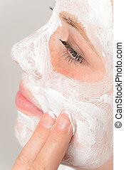 適用, マスク, 若い, 顔, 指, moisturizer, 女の子
