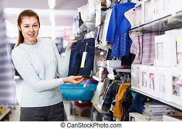 選択, 女, 赤ん坊, shop., 妊娠した, 衣服