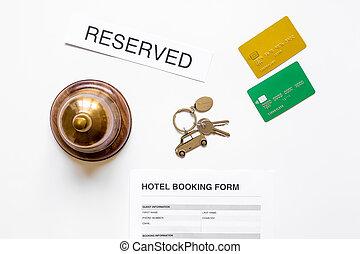 部屋, 形態, キー, 上, ホテル, 適用, 背景, 机, 白, 予約, 光景