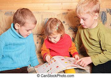 部屋, 読まれた, ソファー, 木製である, 本, 子供