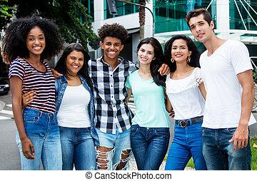都市, グループ, 人々, 若い, 笑い, インターナショナル, 成人