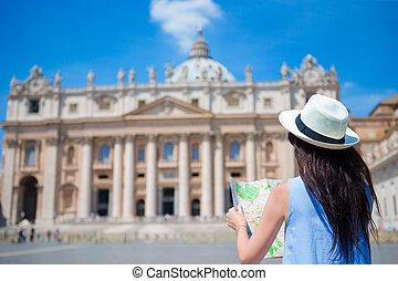都市, バシリカ, 女, 観光客地図, st. 。, italy., ローマ, 若い, ホリデー, ピーター, バチカン, 教会, の間, europe., 屋外で, 旅行, 幸せ