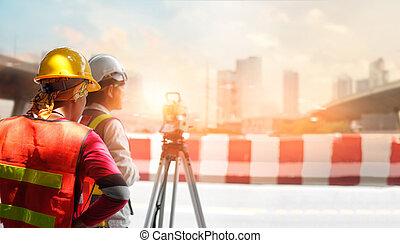 都市, 仕事, 測量技師, 経緯儀, 建築者, サイト, 日光, 装置, 通り, 背景, 屋外で, 建設, 通過, エンジニア
