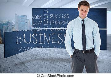 都市, 地位, 手, 現場, ポケット, 微笑, ビジネスマン, に対して, 部屋