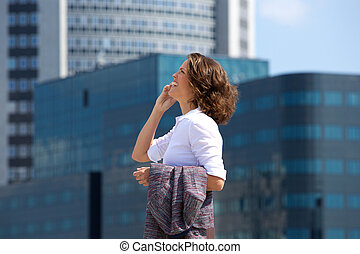 都市, 歩くこと, 女性ビジネス, 話し, 携帯電話