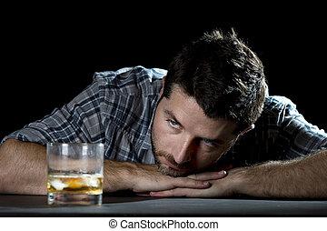 酒鬼, 迷戀者, 人, 喝, 由于, 威士忌酒, 玻璃, 在, 酒精中毒, 概念