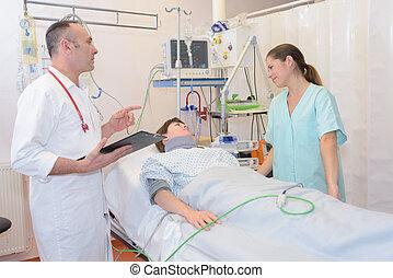 醫生和護士, 由于, 病人, 在, 醫院