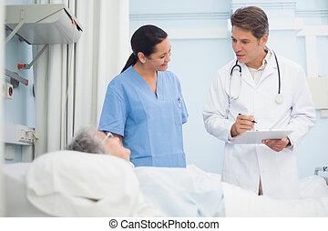 醫生和護士, 的談話, a, 病人