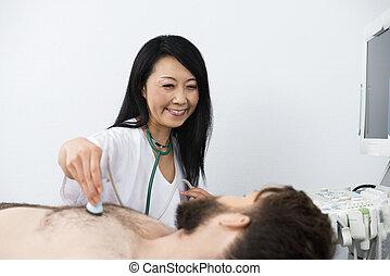 醫生, 執行, 超聲波, 治療, 上, 病人