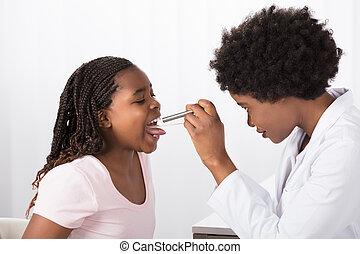 醫生, 檢查, 他的, 患者` s, 咽喉