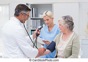 醫生, 檢查, 它, 壓力, 當時, 注意, 血液, 護士, 病人