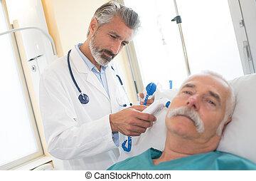 醫生, 檢查, a, 年長者, 病人