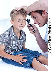 醫生, 檢查, a, patient\', s, 耳朵, 由于, a, otoscope
