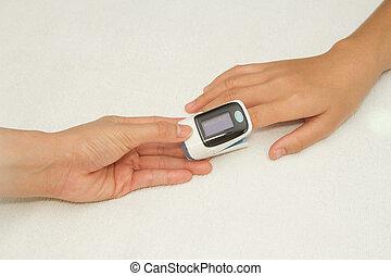 醫生, 測量, 脈衝, 比率, 以及, 氧, 水平, 由于, 脈衝, oximete