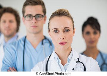 醫生, 由于, 同事, 在, 醫院