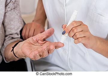 醫生, 藏品, 患者` s, 手指, 檢查, 糖, 水平