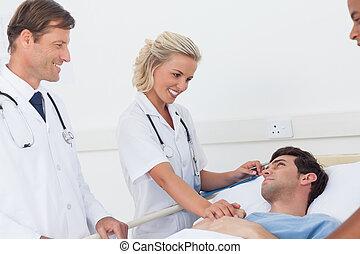 醫生, 講話, 到, a, 病人