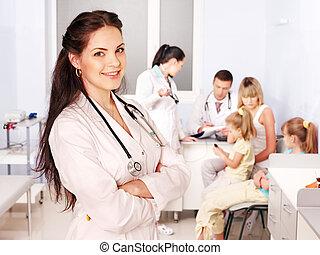醫生, 跟孩子一起, 在, hospital.