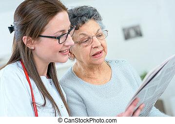 醫生, 閱讀, 到, a, 病人