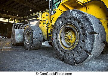 重い義務, 建設, 坑夫