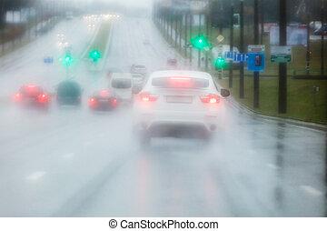 重い, 自動車, 雨, によって, の間, フロントガラス, 道, 光景