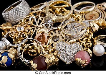 金の宝石類, 上に, a, 黒い背景
