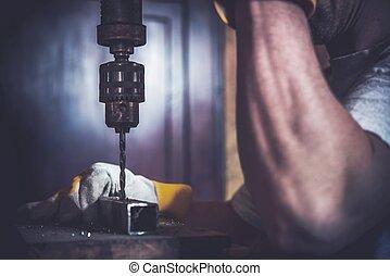 金屬, 操練, 建造工作