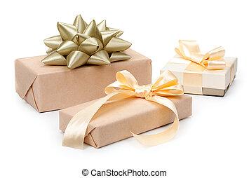 金, セット, 贈り物, 金船首, ライト, 3, 隔離された, プレゼント, 背景, 箱, ペーパー, ベージュ, 結び目, 包まれた, 白, クラフト, リボン