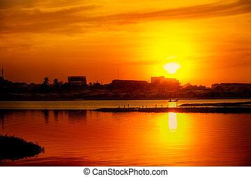 金, 上に, 日没, 湖