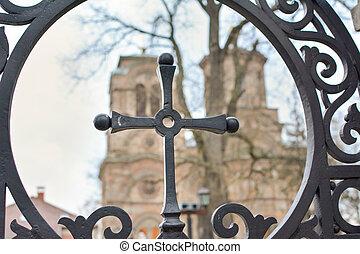 鉄の十字架, 背景, 教会
