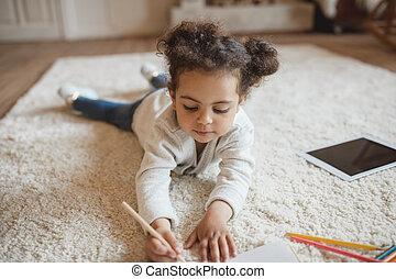 鉛筆, わずかしか, アメリカ人, アフリカ, 家, 女の子, 愛らしい, 図画, あること, カーペット