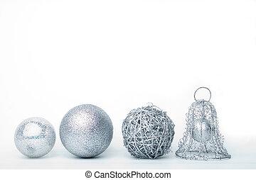 銀, 安っぽい飾り