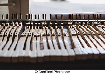 鋼琴, 車間